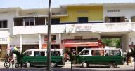 Des bus verts vous transportent dans des conditions plus ou moins confortables
